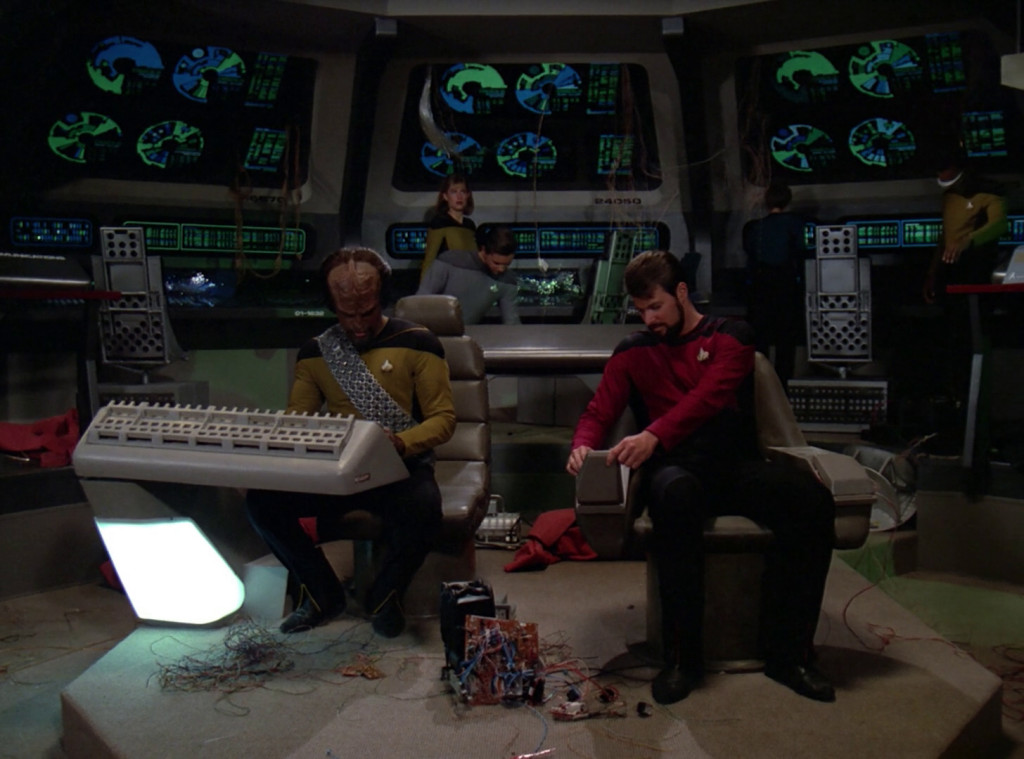 Peak Performance, TNG S2 E21 Review, The Battle Bridge | Lou